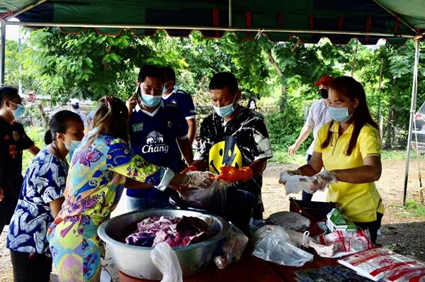 ชาวนครปฐม รวมพลังช่วยระดมทุนจัดซื้อเนื้อหมูแจก ชาวบ้านในสถานการณ์โควิด-19 ระบาดระลอก 3