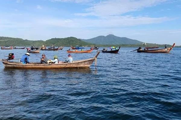 ชาวบ้านเกาะลันตาแห่จับปลาสามเขี้ยวคึกคัก ทำรายได้งาม