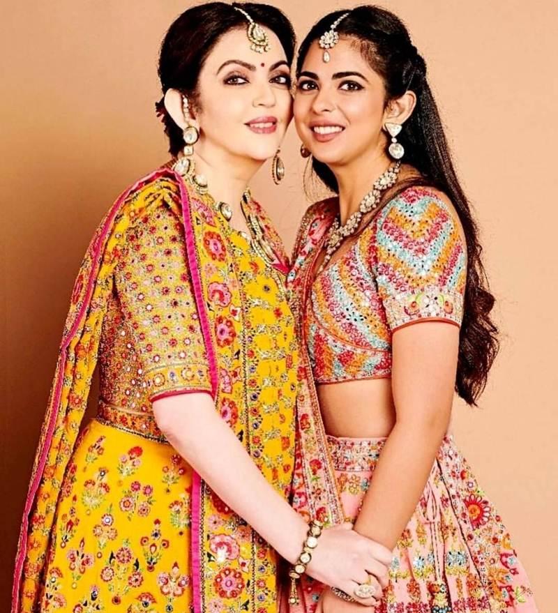 """""""อิชา อัมบานี"""" ลูกสาวมหาเศรษฐีอันดับ 1 อินเดีย อวยพรแม่วันแม่แห่งชาติ"""