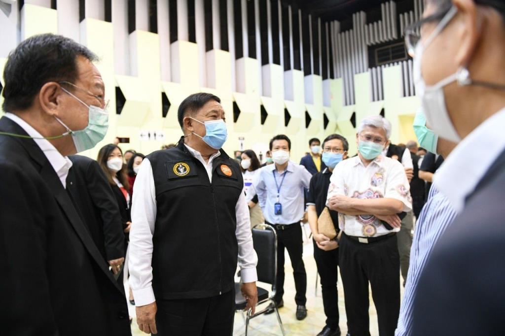 ผู้ว่าฯ อัศวิน พร้อมเปิดหน่วยบริการฉีดวัคซีนโควิด-19 นอกโรงพยาบาลให้กับประชาชน