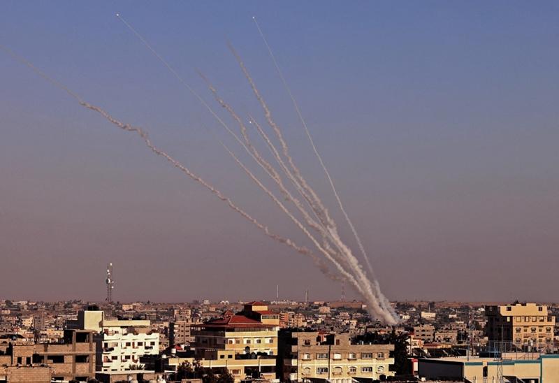 จรวดหลายถูกยิงมุ่งไปยังดินแดนอิสราเอล จากเมืองราฟาห์ ที่อยู่ทางด้านใต้ของฉนวนกาซา ซึ่งควบคุมโดยขบวนการฮามาส ในวันพุธ (12 พ.ค.)
