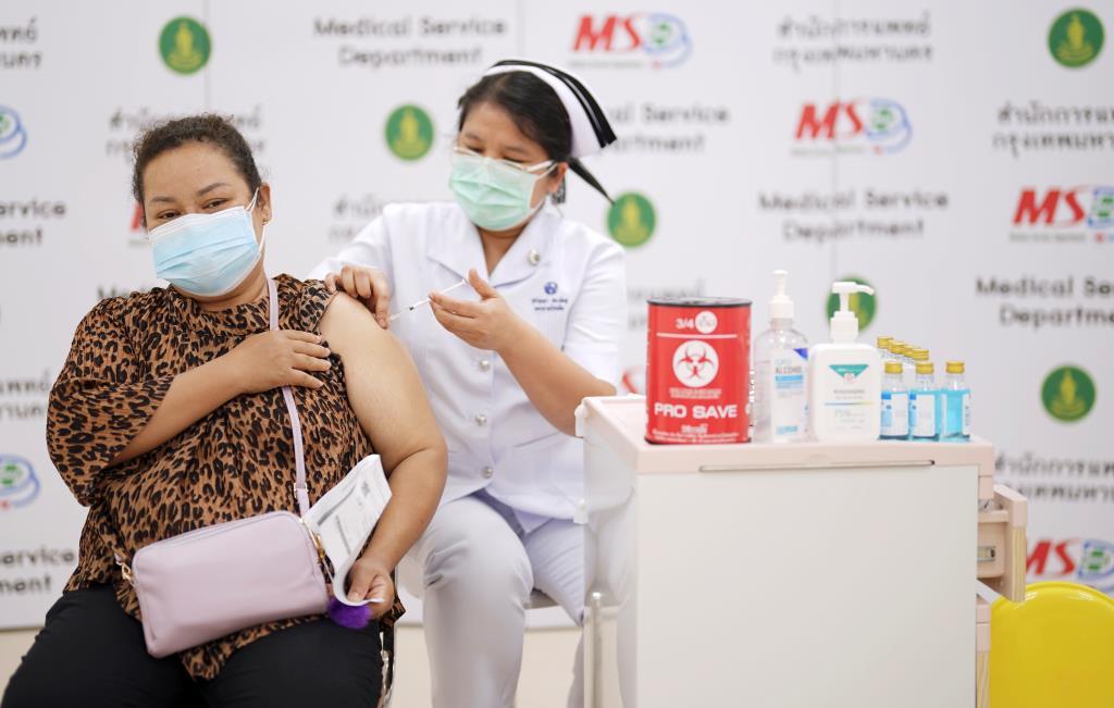 ไทยฉีดวัคซีนป้องกันโควิด-19 มากกว่า 2 ล้านโดสแล้ว  เตรียมกระจายวัคซีนซิโนแวคอีก 3.5 ล้านโดส ที่เข้ามาภายในเดือน พ.ค. 64 นี้