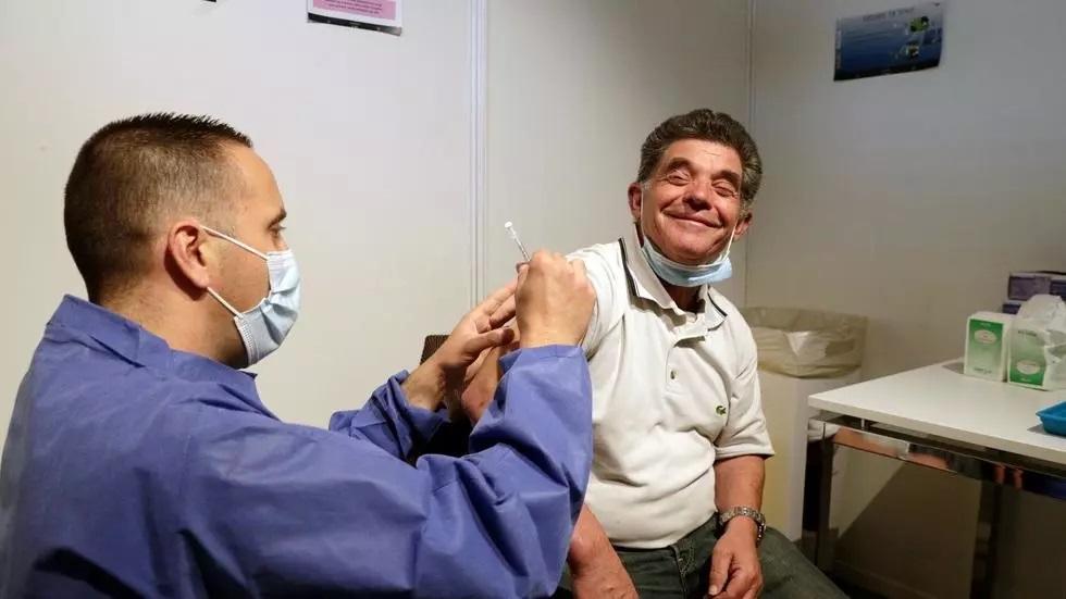 ฝรั่งเศสใกล้ถึงเป้าหมายให้วัคซีนเข็มแรก 20 ล้านคน