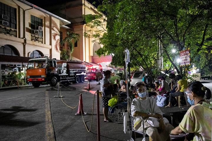ไฟไหม้รพ.ใหญ่ของฟิลิปปินส์ อพยพคนไข้และผู้ติดเชื้อโควิด-19จ้าละหวั่น
