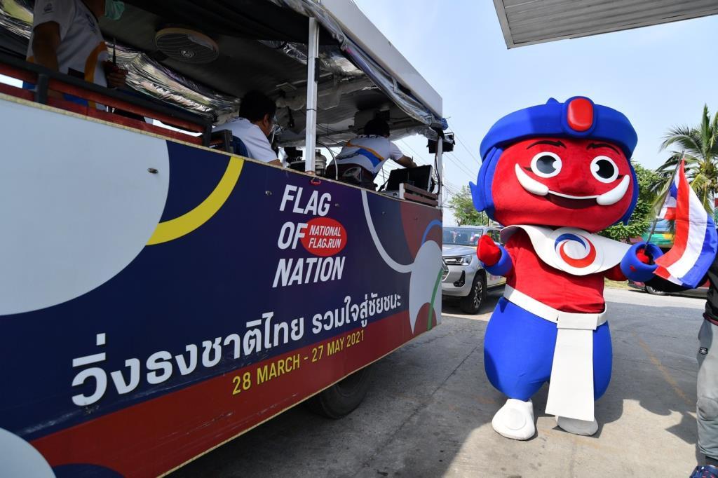 """วิ่งธงชาติไทย เข้าสู่วันที่ 50 รถแห่ออกวิ่งส่งกำลังใจพร้อม """"มาสคอต ยักษ์สู้"""""""