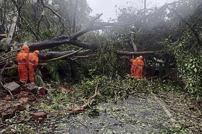เคราะห์ซ้ำ!พายุไซโคลนทรงพลังจ่อซัดถล่มอินเดีย ตายแล้วอย่างน้อย6ราย