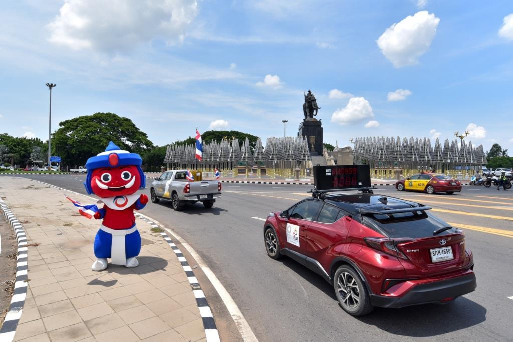 วิ่งธงชาติไทย ทะลุ 4,033 กม. เข้าสู่วันที่ 51 ขบวนรถแห่วันเดียวผ่าน 3 จังหวัด โคราช-บุรีรัมย์-สระแก้ว