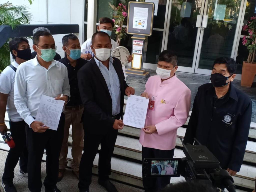 """กลุ่มประชาชนคนไทย ยื่นหนังสือขอ """"บิ๊กตู่"""" เสียสละลาออก หลัง 7 ปี เปิดทางเลือกนายกฯ คนนอก"""