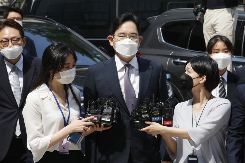 """""""ปธน.เกาหลีใต้"""" ตกอยู่ภายใต้ความกดดันให้ """"อภัยโทษ"""" ทายาทซัมซุง"""