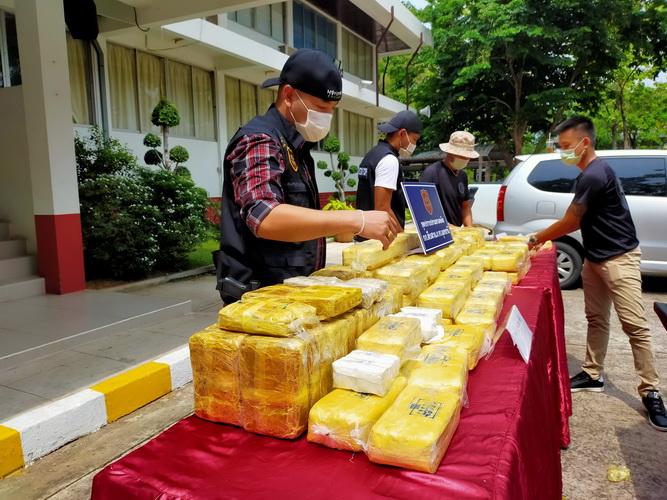 ตำรวจอุดรฯรวบ4หนุ่มแก๊งค้ายาบ้ารายใหญ่พร้อมของกลาง1,484,000 เม็ด