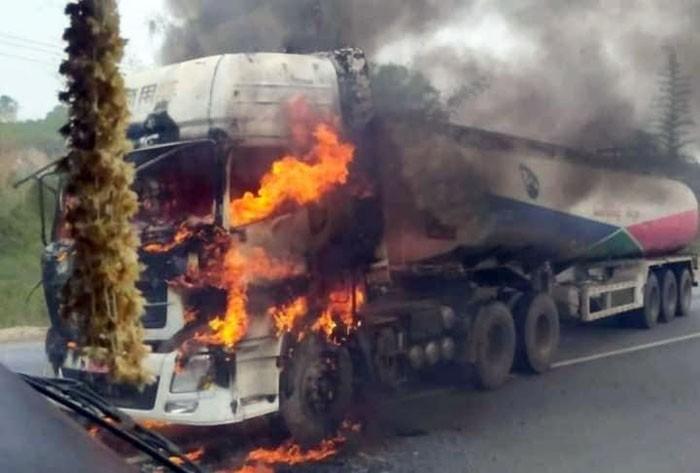 รัฐบาลพม่าเพิ่มรักษาความปลอดภัยหลังกลุ่มติดอาวุธล็อกเป้าโจมตีรถบรรทุกน้ำมัน