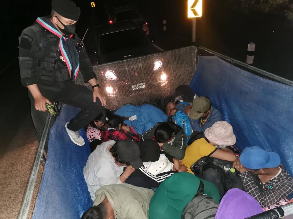 ทหาร-ตร.อมก๋อยสกัดคาถนนกระบะ6คันลอบขน81เมียนมาเข้าเมืองผิดกฎหมายเตรียมมุ่งเข้า กทม.