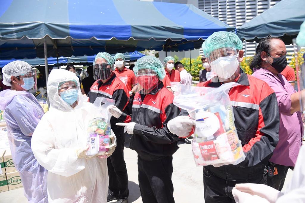 ไปรษณีย์ไทย มอบถุงยังชีพประชาชนในพื้นที่หลักสี่ 5 ชุมชน 1,010 ครัวเรือน