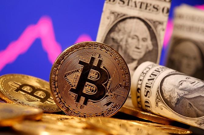 น้ำมันคงที่-ทองขึ้นเหนือ$1,900 หุ้นสหรัฐฯบวกหลังเฟดคลายกังวลเงินเฟ้อ
