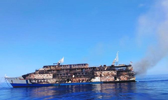 ระทึก!ไฟไหม้เรือเฟอร์รีขนาดใหญ่ของอินโดฯ ราว200ชีวิตกระโจนลงทะเลหนีตาย(ชมคลิป)