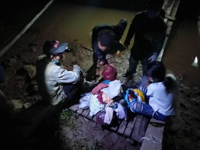จับแรงงานพม่าส่งกลับกว่า 100 คน ลาวโผล่ข้ามแก่งผาไดน้ำโขงเข้าไทยอีก