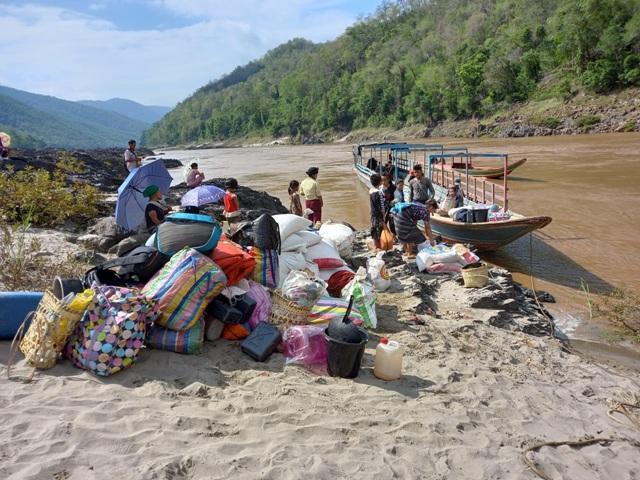 ผู้หนีภัยชาวพม่าทยอยกลับบ้าน เหลือตกค้างฝั่งแม่ฮ่องสอนเพียง 255 คน