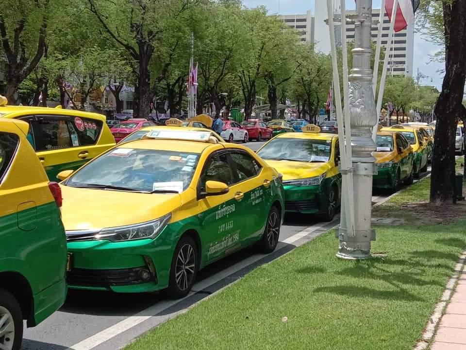"""แท็กซี่""""บุกคมนาคมร้องยกเลิกกฎกระทรวง  เรียกรถป้ายดำผ่านแอปฯซ้ำเติมผู้ประกอบการ"""