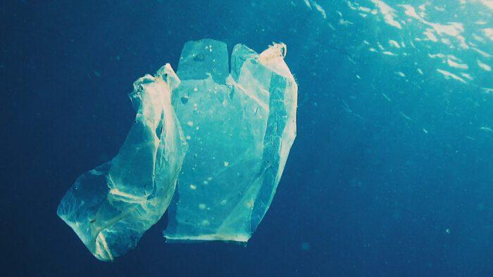 """""""ส.อ.ท.""""แนะรัฐห้ามนำเข้าสารอ๊อกโซเร่งแบนพลาสติกทำลายสิ่งแวดล้อม"""