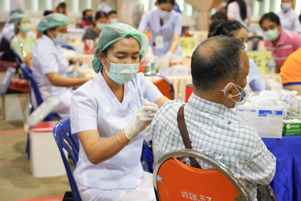 """""""เอนก"""" เผย อว. พร้อมเปิด 11 ศูนย์ พร้อมฉีดวัคซีนคนไทย 7 มิ.ย. คิกออฟ วาระแห่งชาติ"""