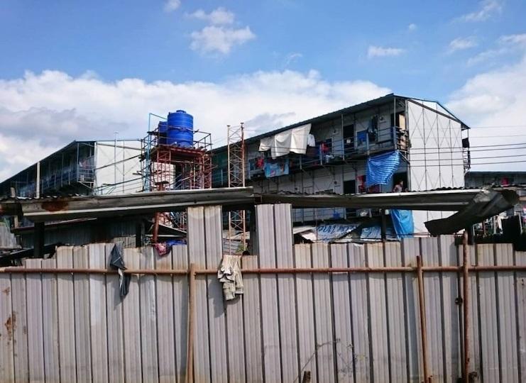 ปิดจุดตายโควิดระบาดแคมป์ก่อสร้าง อสังหาฯชลบุรีขึ้นป้ายเตือนแรงงาน'ถ้าโควิดมา งานไม่มี เงินก็หมด'
