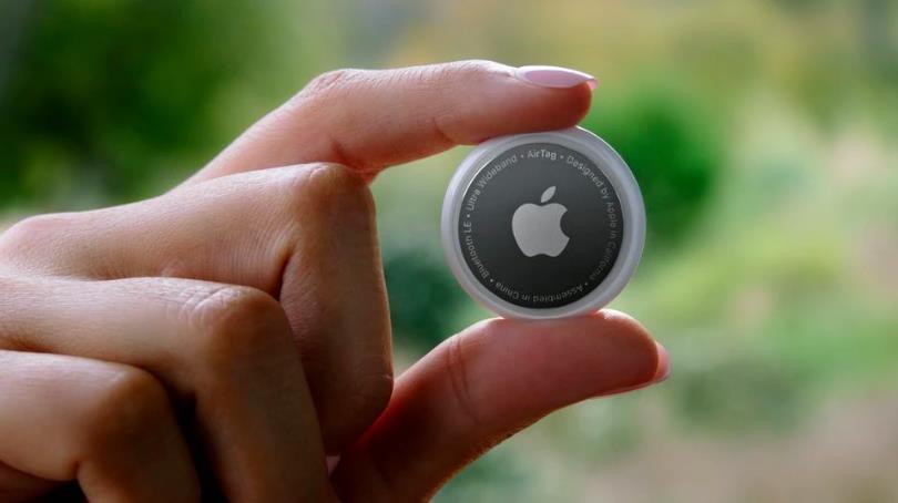 การปรับครั้งนี้จะทำให้ AirTag ที่อัปเดตแล้วสามารถส่งเสียงบี๊บในเวลา 8-24 ชั่วโมง หากผู้ใช้อยู่ห่างจากไอโฟนของเจ้าของ