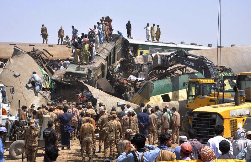 ตายเพิ่มเป็น 45 คน เจ็บกว่าร้อย รถไฟปากีสถานตกรางก่อนถูกอีกขบวนขยี้ซ้ำ  ย้ำวิกฤต'ระบบเก่าคร่ำสิ้นสภาพ'