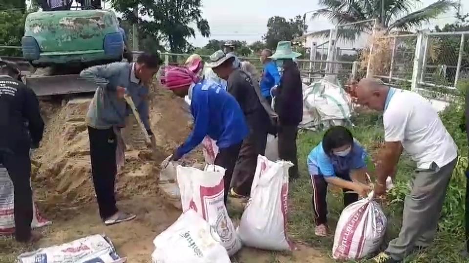ภัยแล้ง ลพบุรีทวีความรุนแรง ชาวนาน้ำตาตก ล่าสุดน้ำประปาไม่ไหล 3 วันติด