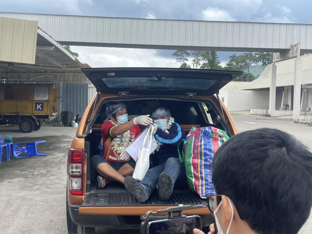รพ.สนามเชียงใหม่ส่งผู้ป่วยโควิด-19รักษาหาย2รายสุดท้ายกลับบ้านเตรียมปิดฆ่าเชื้อก่อนส่งมอบคืนพื้นที่