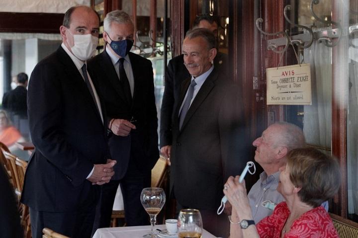 เมียนายกฯฝรั่งเศสติดเชื้อโควิด-19 แต่สามีรอดหลังฉีดวัคซีนแอสตร้าเซนเนก้า