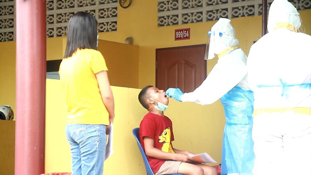 ล็อกดาวน์ชุมชนชาวกัมพูชาใจกลางเมืองตราด หลังยอดป่วยโควิด-19 พุ่งถึง 13 ราย