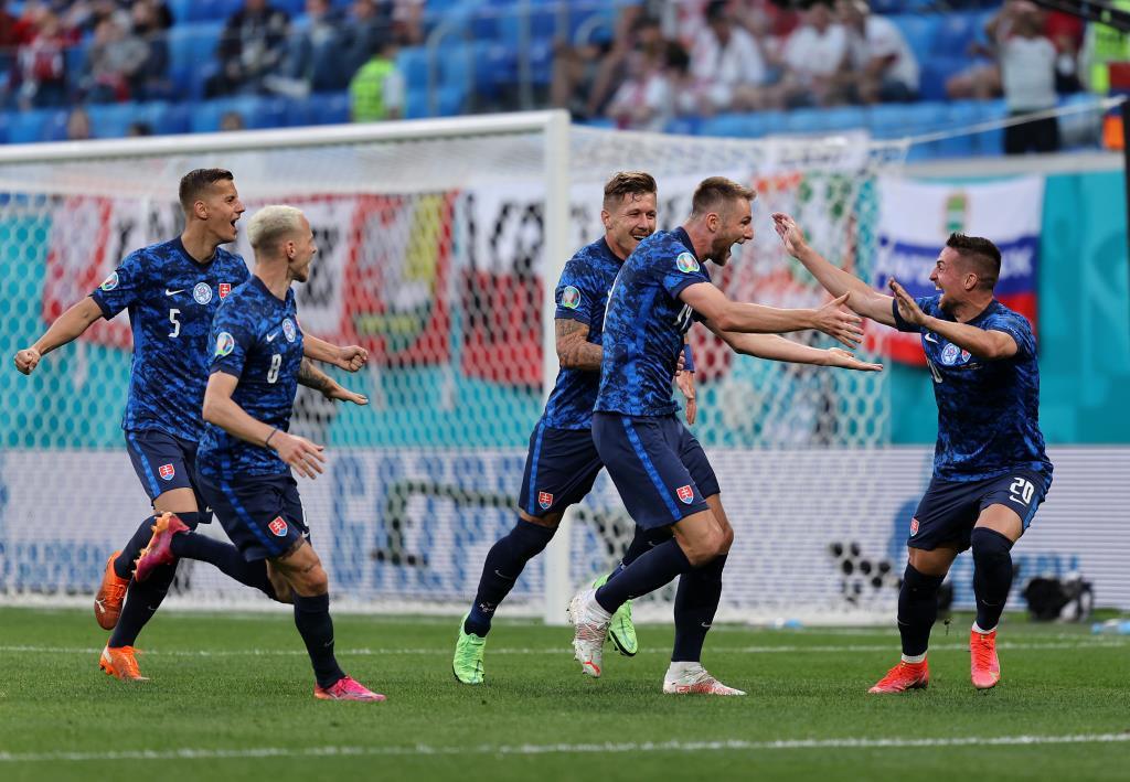 """""""สคริเนียร์"""" ซัดชัย """"สโลวาเกีย"""" เฉือนชนะ """"โปแลนด์"""" 10 ตัว 2-1"""