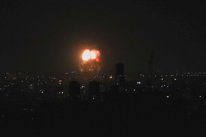 ครั้งที่2รอบสัปดาห์!อิสราเอลถล่มทางอากาศฉนวนกาซาทั้งคืน ตอบโต้ลูกโป่งเพลิงของฮามาส