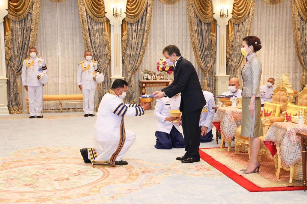 ในหลวง-พระราชินี ทรงรับทูลเกล้าฯ ปริญญาดุษฎีบัณฑิตกิตติมศักดิ์ จาก มทร.ธัญบุรี