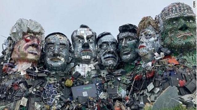 ประติมากรรม Mount Recyclemore ใบหน้าของผู้นำ G7 สร้างจากขยะอิเล็กทรอนิกส์