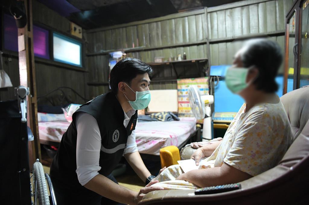 """กทม.ปรับแผนรับผู้ป่วยโควิด-19 ตกค้าง เร่งเพิ่มเตียงกลุ่ม """"เขียว-เหลือง-แดง"""" 3.9 พันเตียง ชี้หากฉีดวัคซีนเกิน 70 % คุมระบาดได้"""