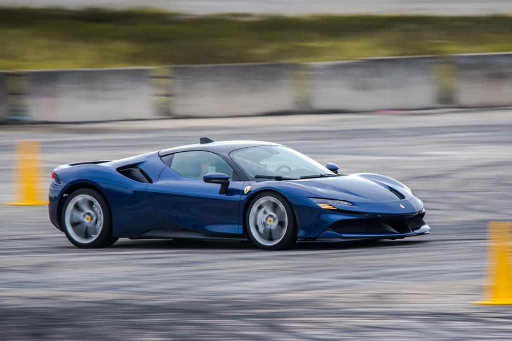 ลองเบาๆ Ferrari SF90 Stradale V8+มอเตอร์ไฟฟ้า = 1,000 แรงม้า