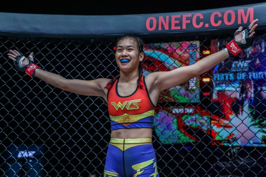 """แชมป์มวยไทยสาว """"วันเดอร์เกิร์ล แฟร์เท็กซ์"""" มุ่งหน้าผันเป็นนักสู้ MMA"""