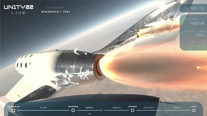 มหาเศรษฐี 'แบรนสัน' สร้างประวัติศาสตร์ท่องอวกาศด้วยยานเอกชน ในเที่ยวบินทดสอบ(ชมคลิป)