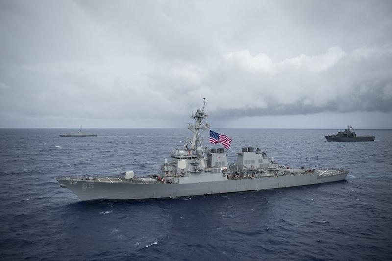 (ภาพจากแฟ้มเผยแพร่โดยกองทัพเรือสหรัฐฯ เมื่อวันที่ 28 ส.ค.2017) ยูเอสเอส เบนโฟลด์ เรือพิฆาตติดขีปนาวุธนำวิถีชั้นอาร์ลีจ์เบิร์ก ของกองทัพเรือสหรัฐฯ