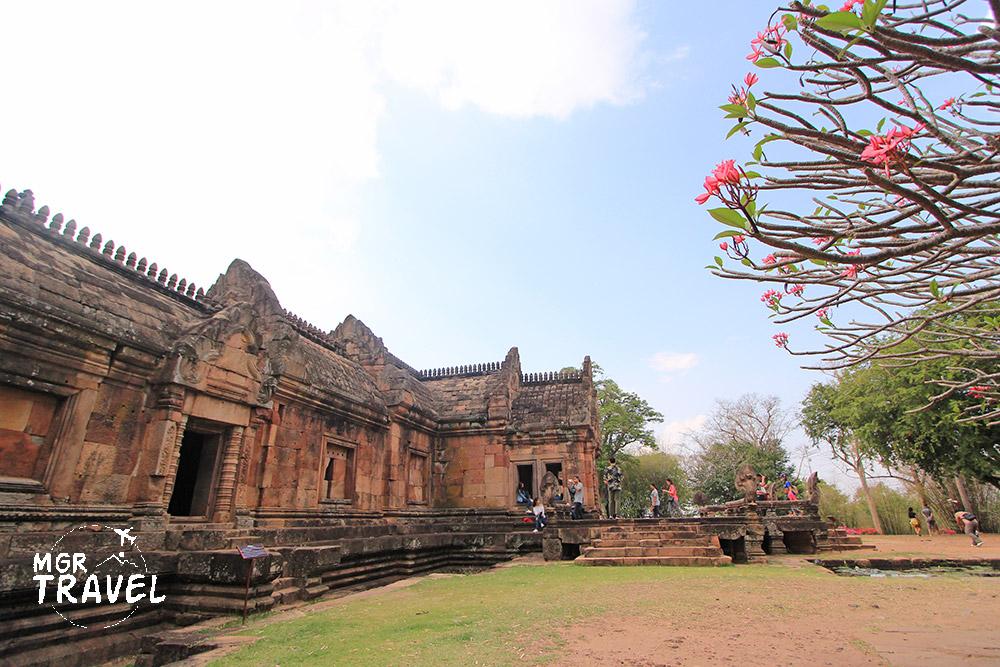 ปราสาทพนมรุ้งเป็นแหล่งท่องเที่ยวสำคัญของบุรีรัมย์
