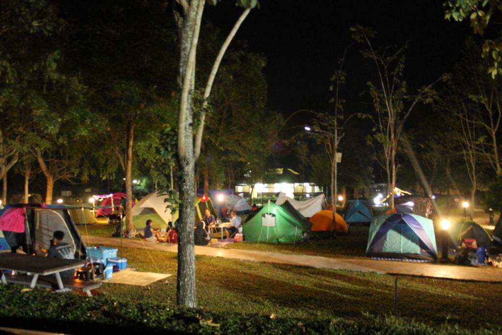 กรมอุทยานฯ ห้ามทำอาหารมีควันกลิ่นรบกวน ในพื้นที่กางเต็นท์-ที่พักในอุทยานแห่งชาติ (ภาพ : ลานนับดาว (ก่อนโควิด-19 ระลอก 3 ) เพจ อุทยานแห่งชาติน้ำตกเจ็ดสาวน้อย)