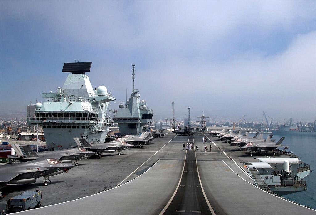 เรือบรรทุกเครื่องบิน HMS Queen Elizabeth ของอังกฤษ