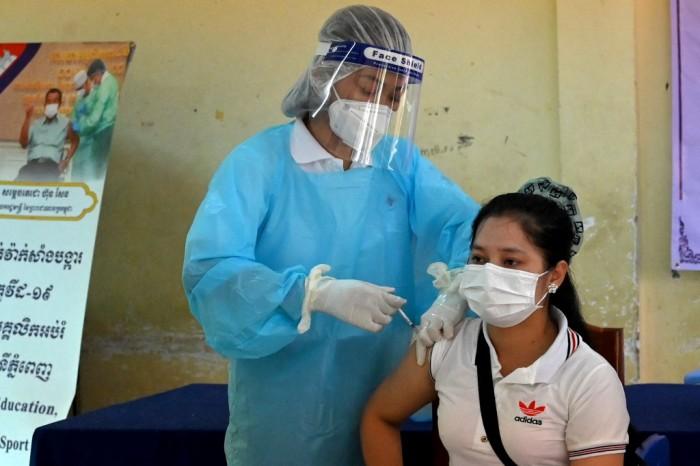 กัมพูชาเตรียมฉีดวัคซีนป้องกันโควิดให้เด็กอายุ 12-17 ปี