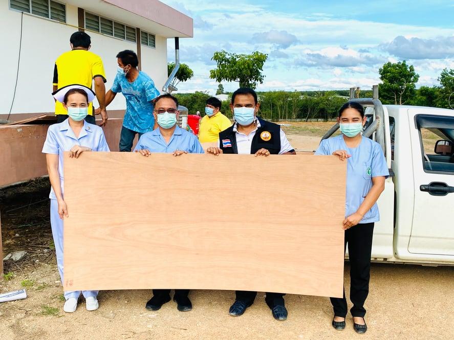 รพ.นิคมพัฒนาระยองจับมือเทศบาลมาบข่า เสริมฐานเตียงกระดาษรองรับผู้ป่วยโควิด-19