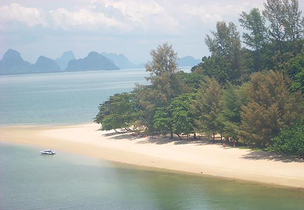 เกาะละวะใหญ่ (ภาพจากสำนักอุทยานแห่งชาติ)