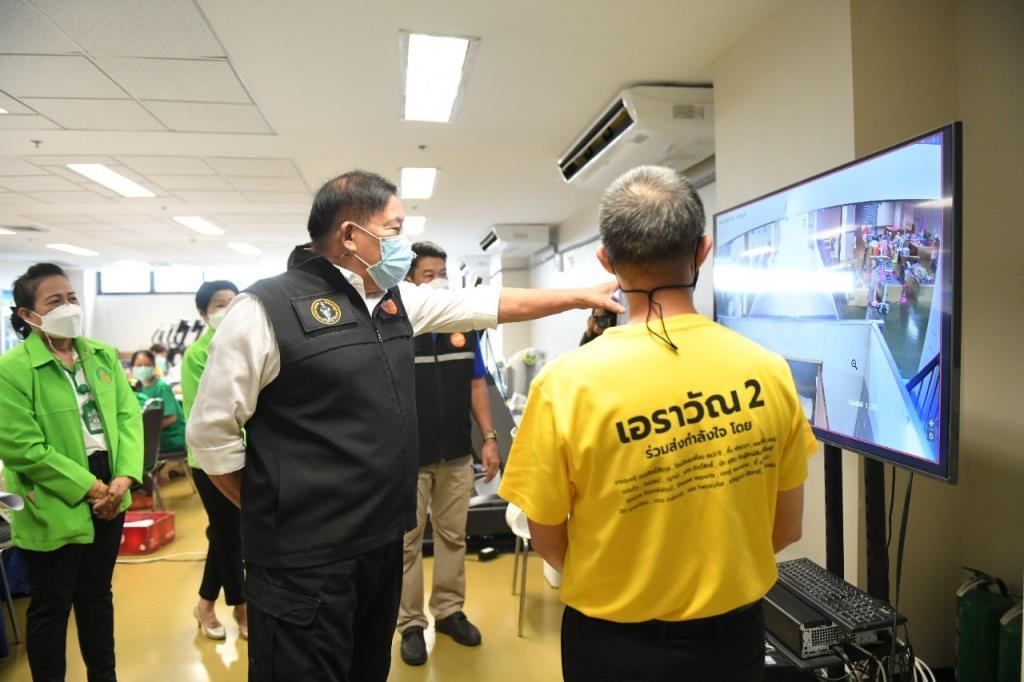 ผู้ว่าฯ กทม. ตรวจเยี่ยมให้กำลังใจเจ้าหน้าที่-ผู้ป่วย โรงพยาบาลเอราวัณ 2