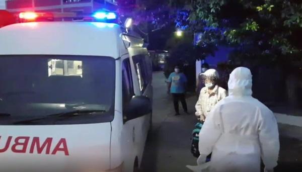 ตามจับ!!  ชาวบ้านช่วยกันตามจับตัวแรงงานพม่า ติดเชื้อโควิดหนีหนีการเข้ารักษา ที่ชะอำ