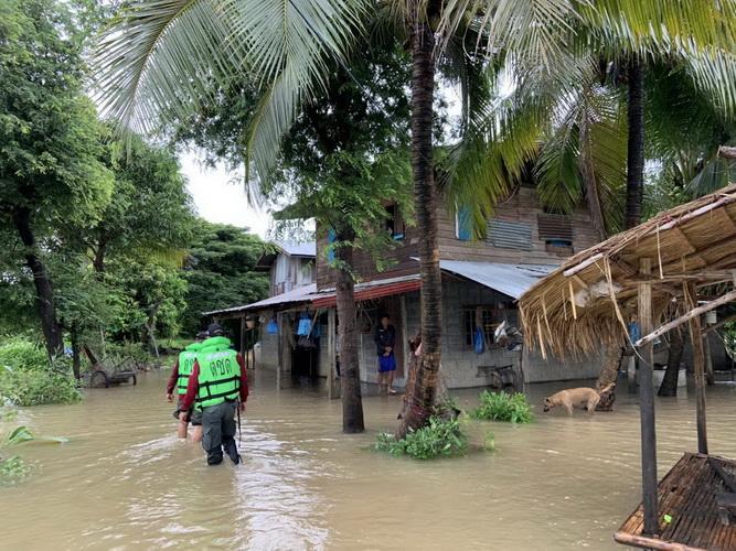 ตชด.รุดช่วยชาวบ้านน้ำท่วมหลังพายุเจิมปากาซัดฝนตกมาราธอน