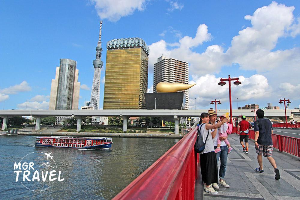 โตเกียวสกายทรี เมื่อมองจากสะพานริมข้ามแม่น้ำสุมิดะ